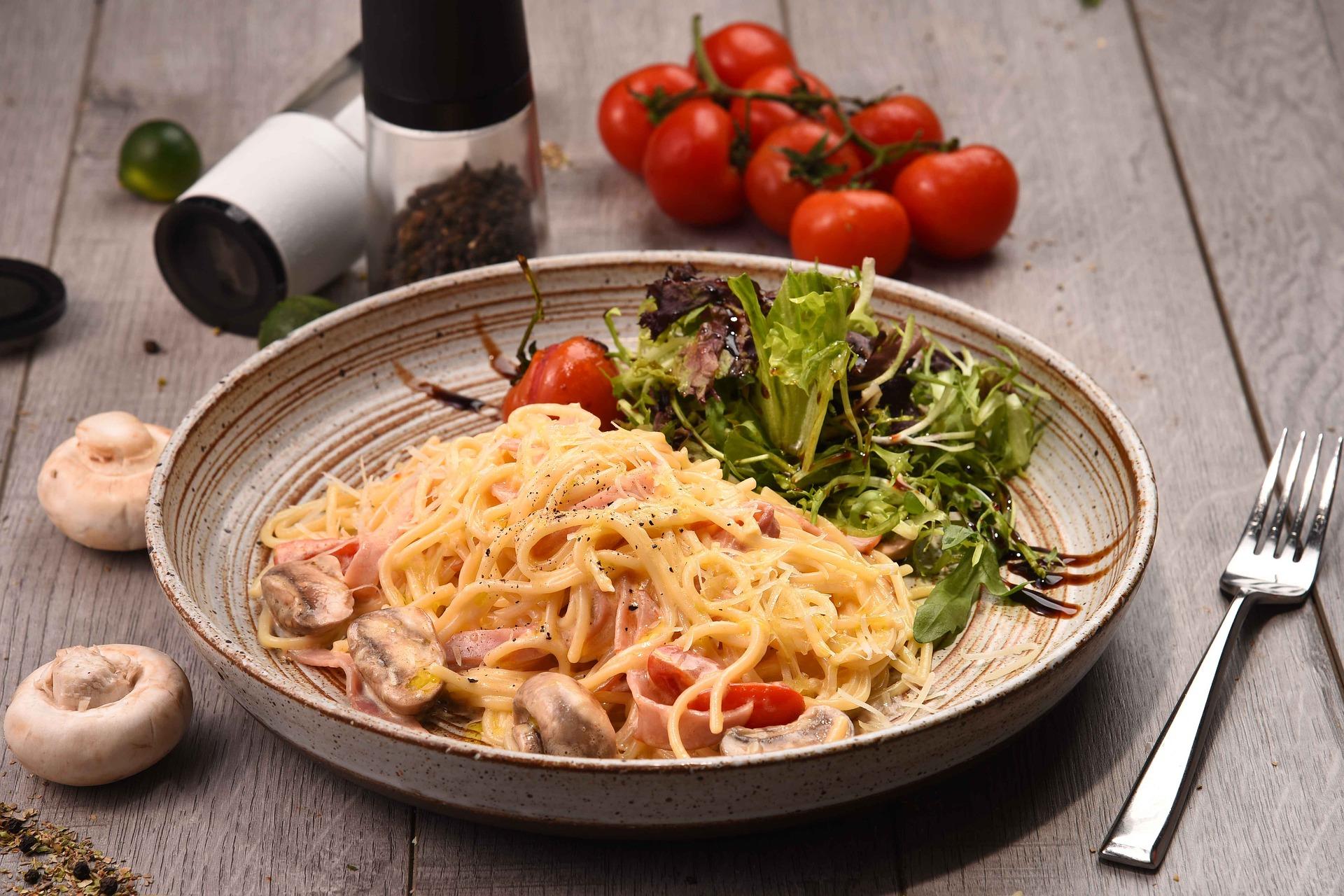 Tydzień włoski - szeroki wybór wędlin, serów i makaronów